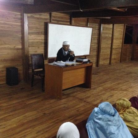 Pembina Pesantren Al Ashr Al Madani Memberikan Materi Basic Santri